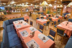 hotel centros livigno sala colazioni tavoli